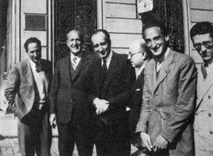 De izquierda a derecha, José Antonio Muñoz Rojas, Vicente Aleixandre, Leopoldo Panero, Dámaso Alonso, Carlos Bousoño y José Luis Cano, en 1943.